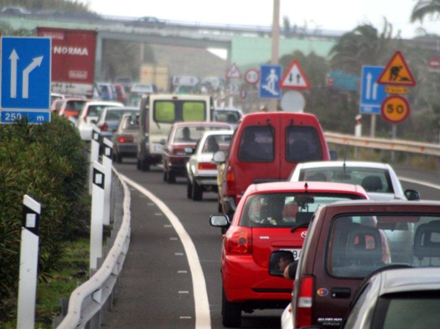 Gli italiani scelgono l'auto per andare al lavoro e circa l'88% viaggia da solo
