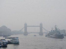 Londra e il sudest dell'Inghilterra alle prese con uno spaventoso inquinamento che ricorda i 4.000 morti da smog del 1952