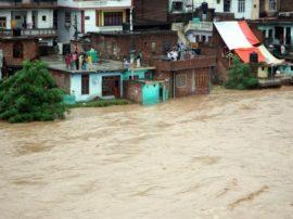 Piogge Monsoniche disastrose hanno portato distruzione su gran parte dell'India (Kashmir) e delle Corea del Sud