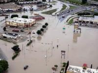 Piogge torrenziali e allagamenti dal Texas al Pakistan, fino all'Europa…