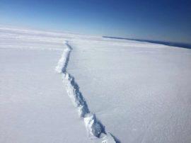 Il più grande iceberg mai conosciuto sta per staccarsi dall'Antartide