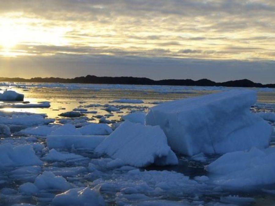 Fusione del ghiaccio marino a causa di correnti calde dell'Oceano Atlantico
