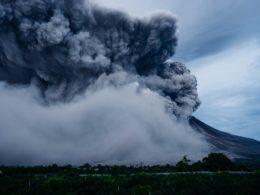 Chi fuma di più… i vulcani o l'uomo?