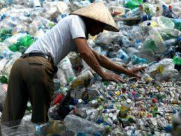 Ecco dove finiscono i nostri rifiuti di plastica… altro che riciclo!