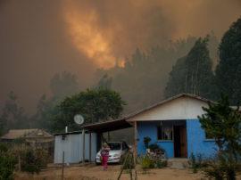 Dietro i roghi che stanno devastando il Cile ci sono i cambiamenti climatici