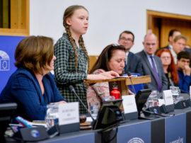 Legge UE sul clima: zero emissioni obbligatorie al 2050. Ma Greta la contesta